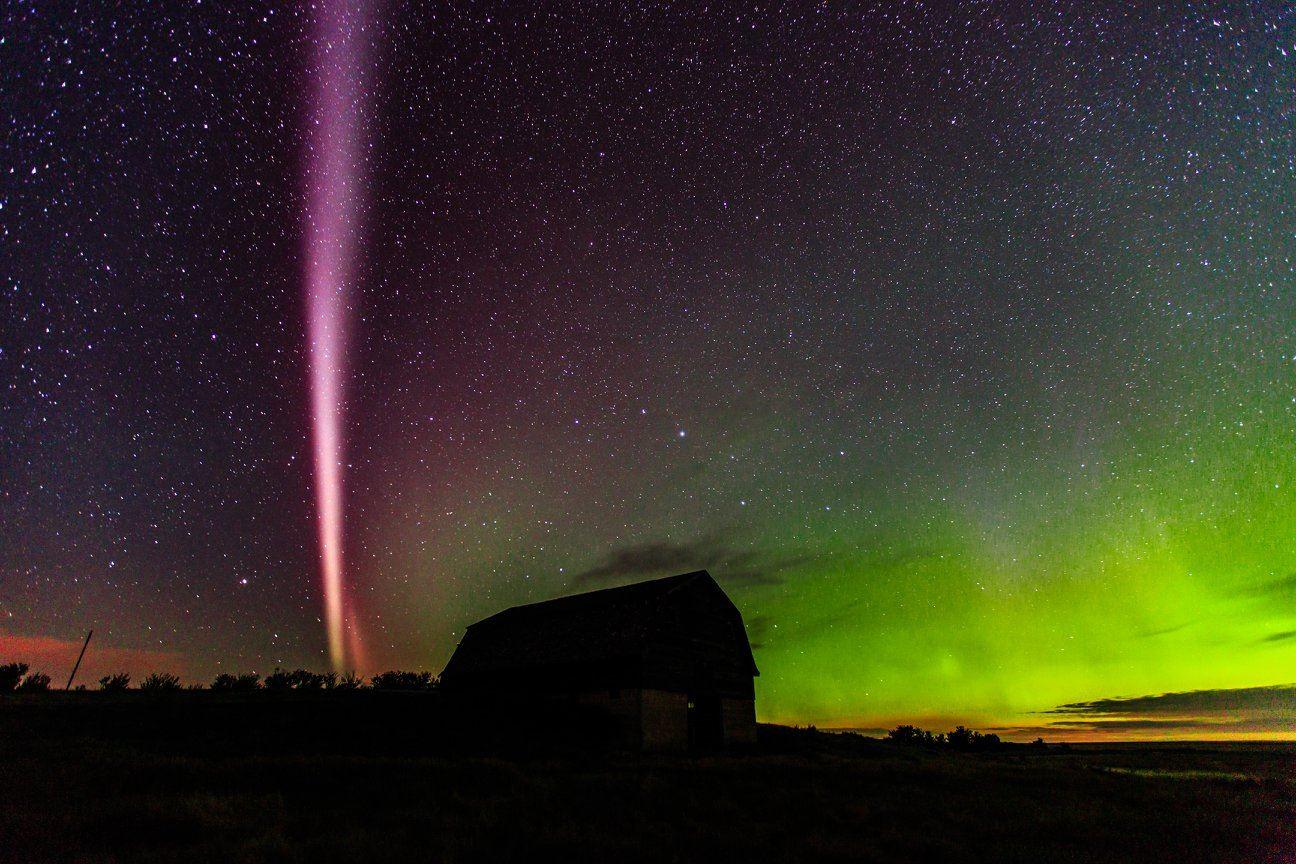 Thiên hà trên thảo nguyên trung Alberta, Canada